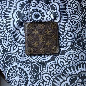 Luis Vuitton wallet